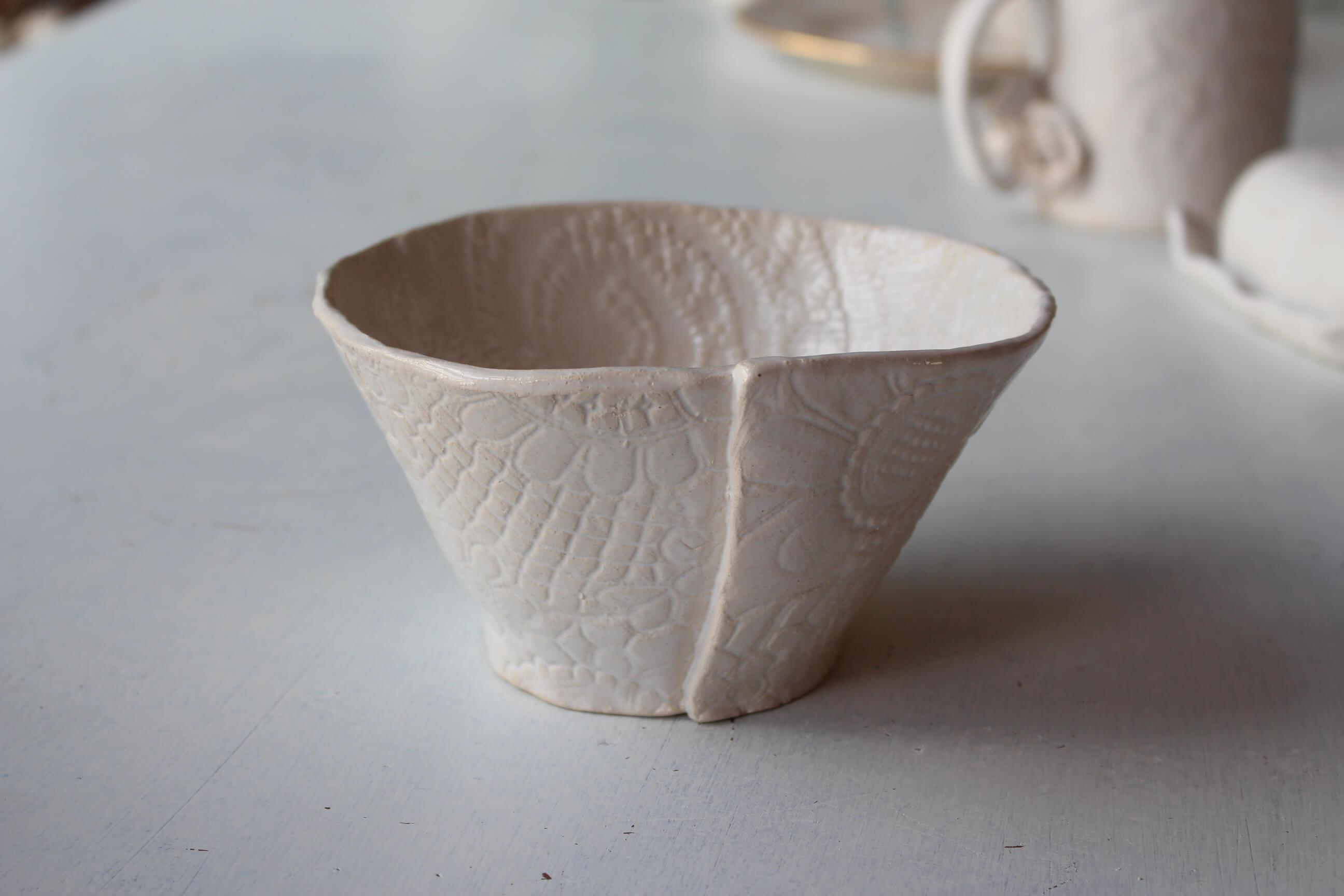 sch ssel relief wei keramik shop. Black Bedroom Furniture Sets. Home Design Ideas