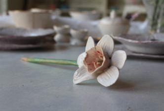 weisse-keramikblume